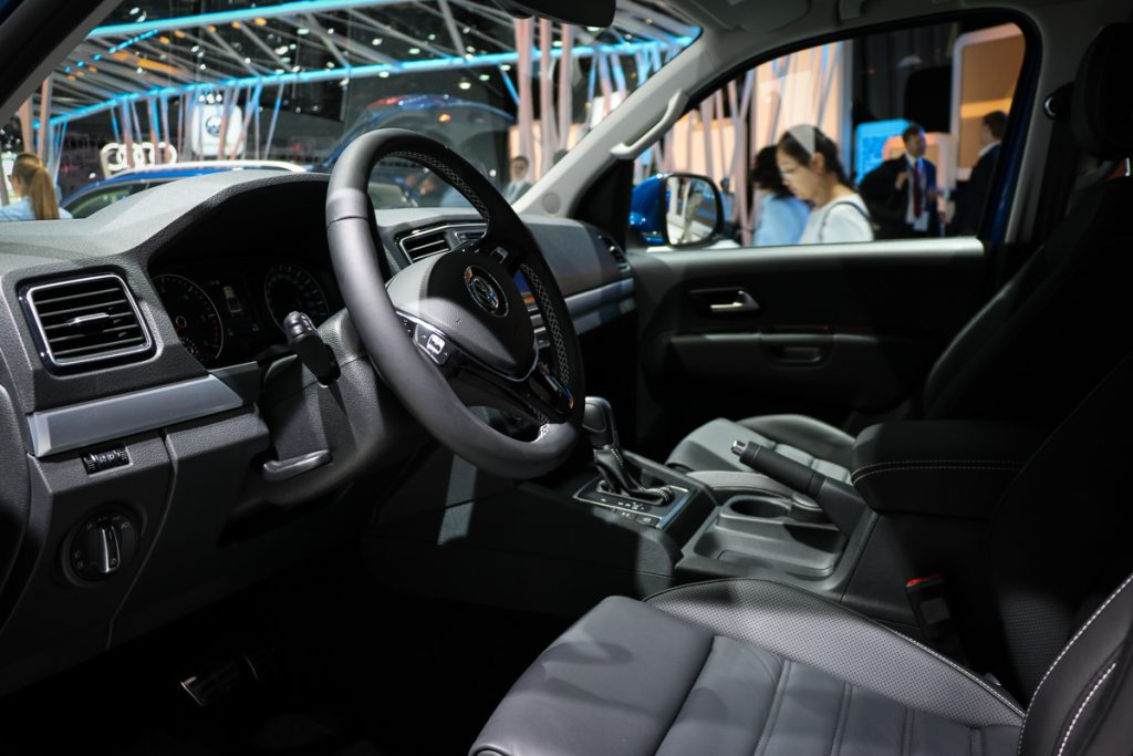 volkswagen-amarok-v6-blau-autosalon-paris-2016-v6-infotainment-design-3