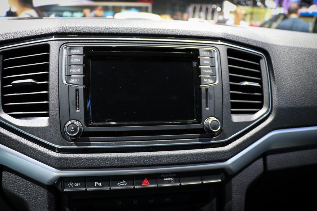 volkswagen-amarok-v6-blau-autosalon-paris-2016-v6-infotainment-design-5