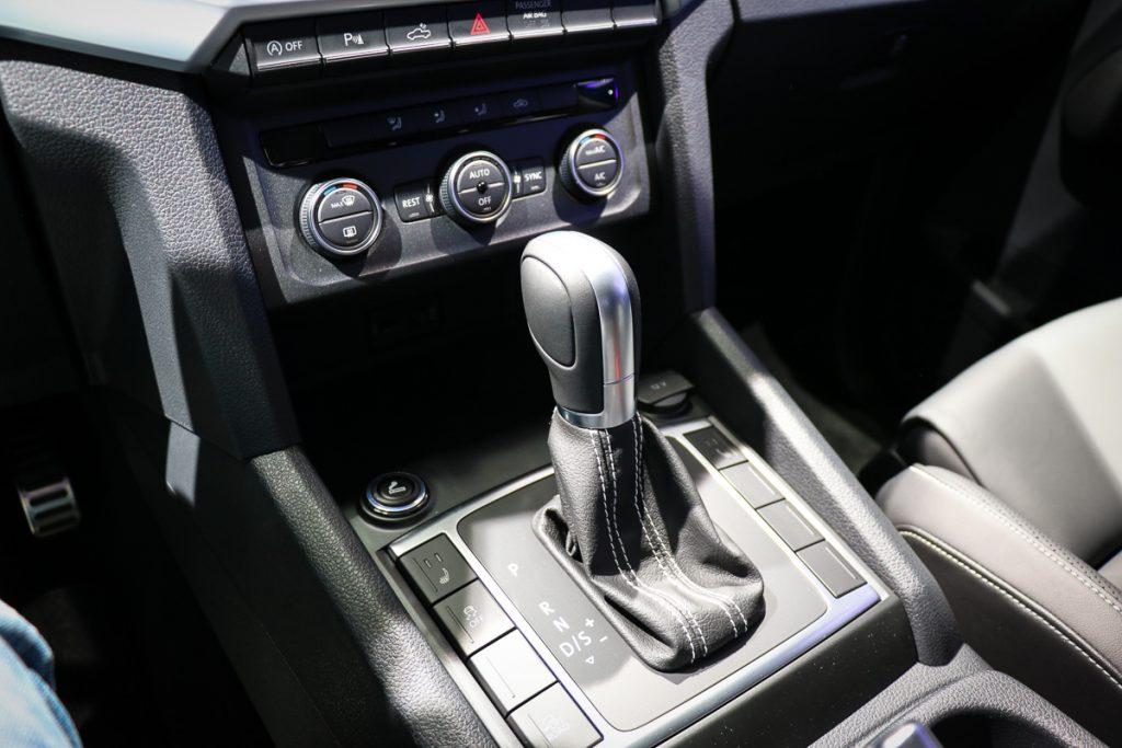 volkswagen-amarok-v6-blau-autosalon-paris-2016-v6-infotainment-design-6
