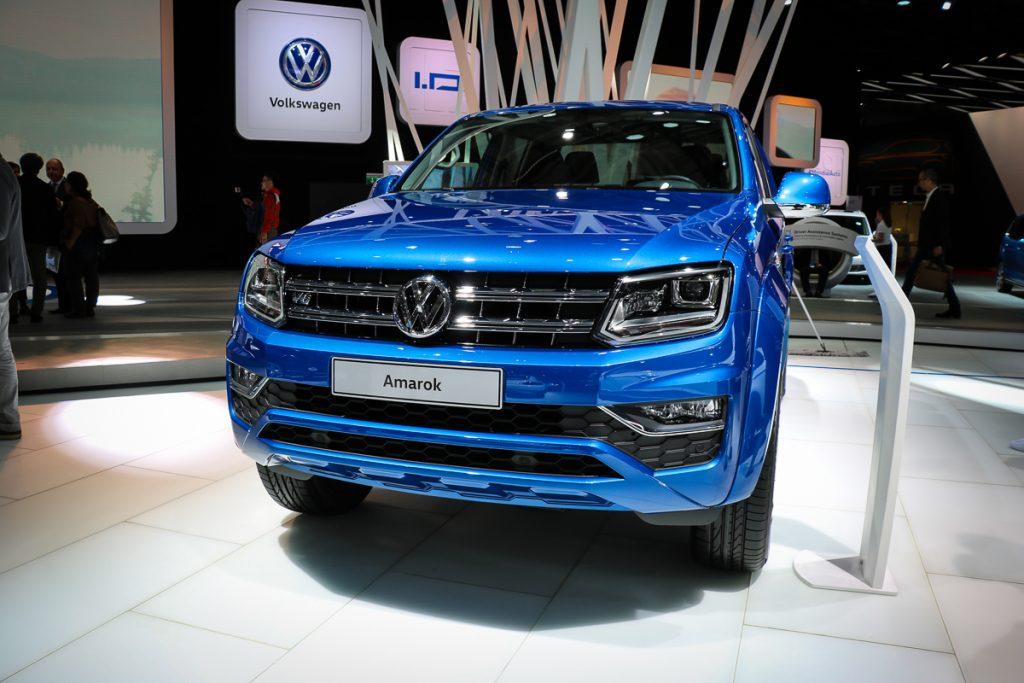volkswagen-amarok-v6-blau-autosalon-paris-2016-v6-infotainment-design-8