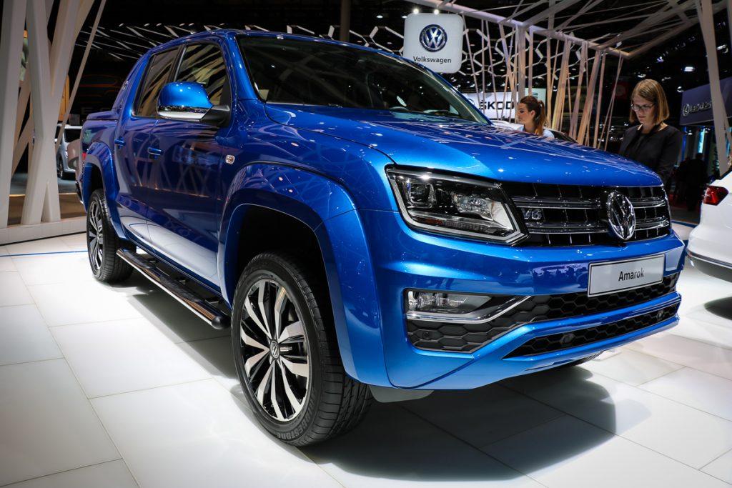 volkswagen-amarok-v6-blau-autosalon-paris-2016-v6-infotainment-design-9