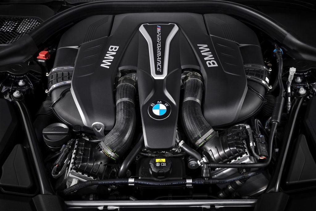 Von wegen Downsizing: Der BMW M550i schwört auf einen 4,4 Liter Bi-Turbo-V8