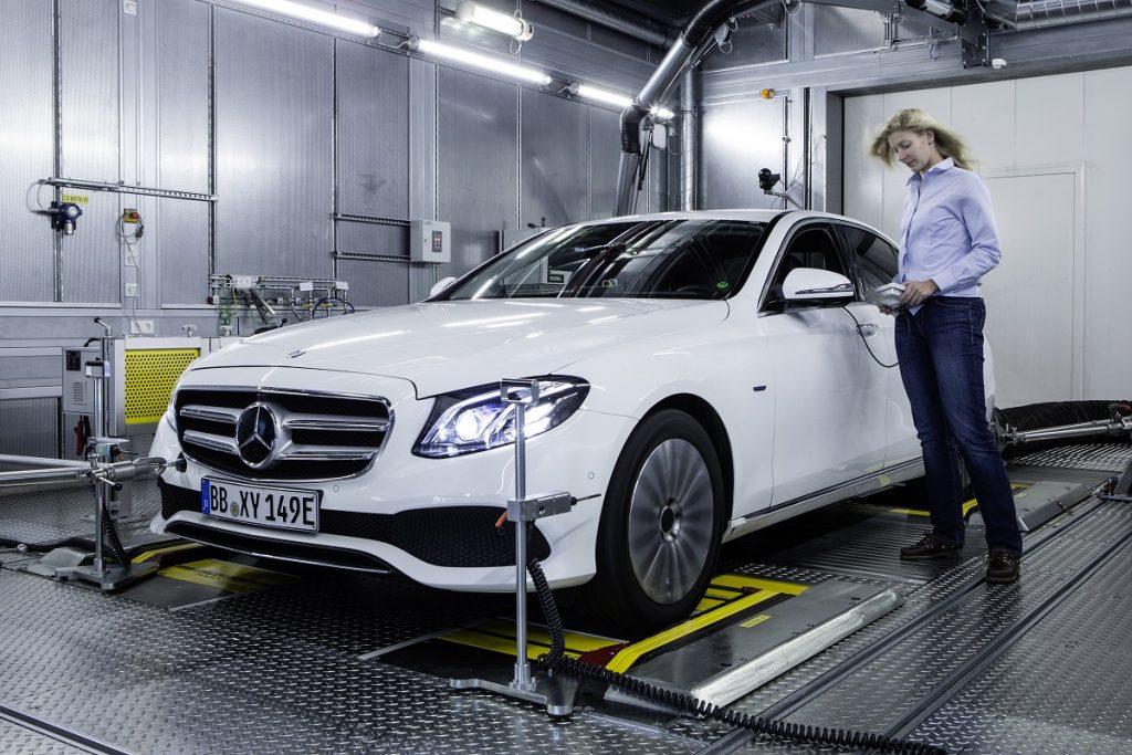 Auf den insgesamt zehn Fahrzeugprüfständen findet unter anderem die Feinabstimmung von Motor und Getriebe statt – Komfort, Dynamik und Agilität werden aufeinander abgestimmt.