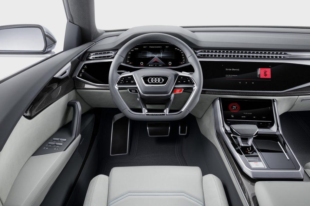 Reduziertes Cockpit mit vielen Touchscreens im Audi Q8 Concept