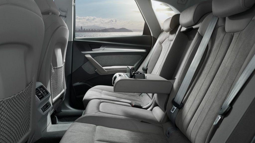 Hier im Bild: Die Rücksitz mit optionalem Ablagen- und Gepäckraumpaket