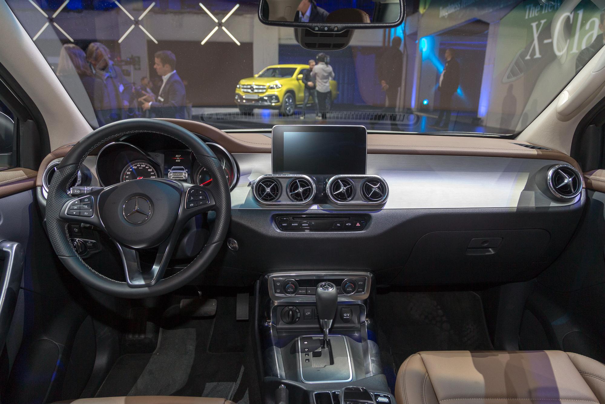 Die neue Mercedes-Benz X-Klasse und Vergleich mit Nissan ...