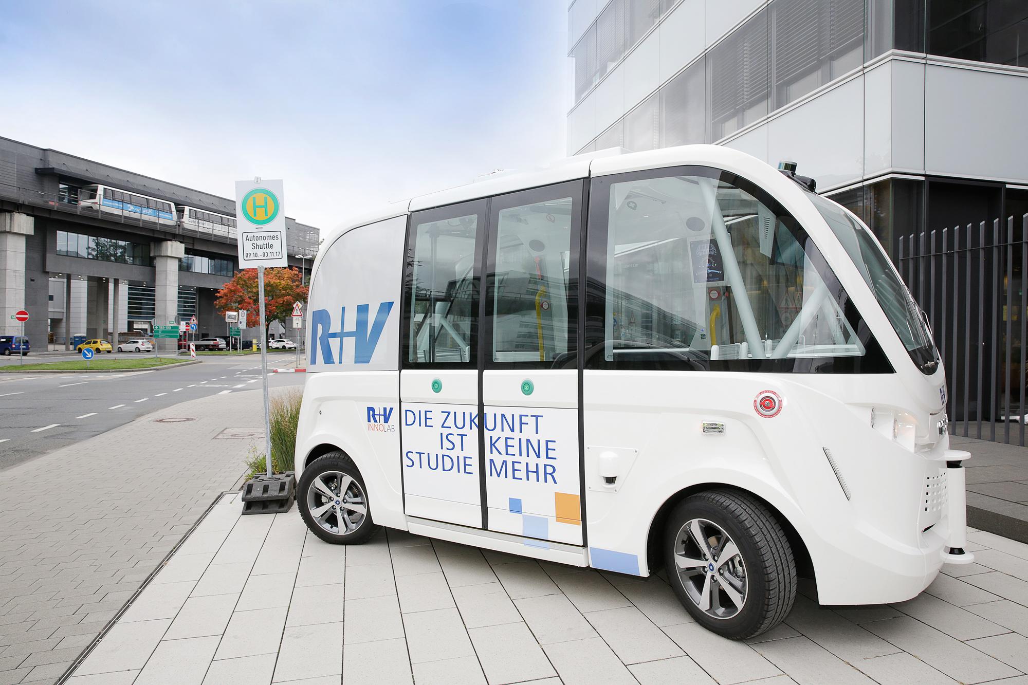 die r v spielt bereits heute die zukunftsmusik hochautomatisierter elektro kleinbus in. Black Bedroom Furniture Sets. Home Design Ideas