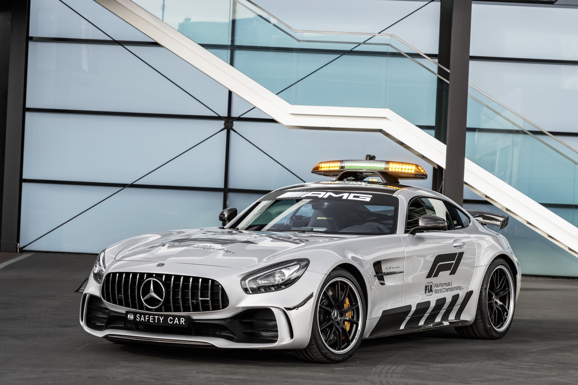 mercedes amg gt r offizielles safety car der formel 1 saison 2018 rad. Black Bedroom Furniture Sets. Home Design Ideas