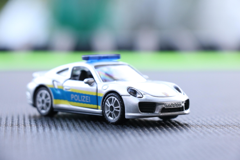 Siku Super 1528 Porsche 911 Turbo S Autobahnpolizei,weißalu hohe Blaulichtleiste
